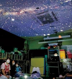 宇宙や星空を再現