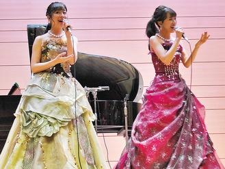 美しいハーモニーを披露した山田姉妹