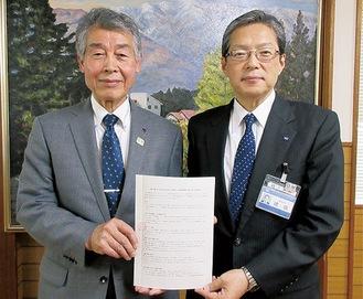 三澤会長(左)と猪俣区長