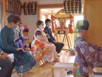 本堂では七五三の神事が行われた
