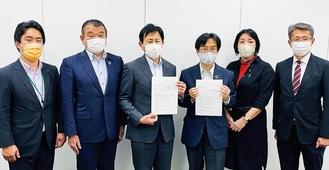 自民党金沢区支部として横浜市道路局長・教育長に要望書を提出