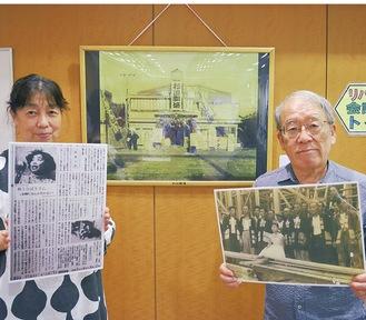 展示するパネルの一部を持つ杉田劇場のスタッフ