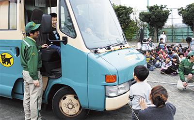 体験で交通安全学ぶ