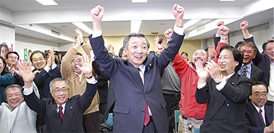 松本氏、大差で5選