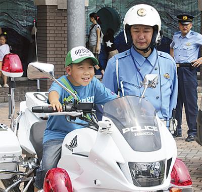 警察車両の乗車体験