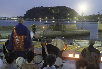 金沢漁港で「海施餓鬼」