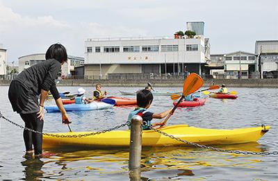 野島運河でカヌー体験