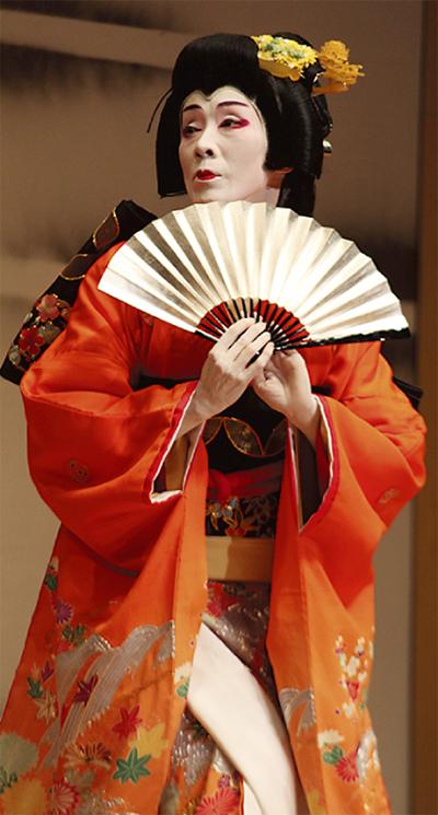 伝統の舞で観客魅了