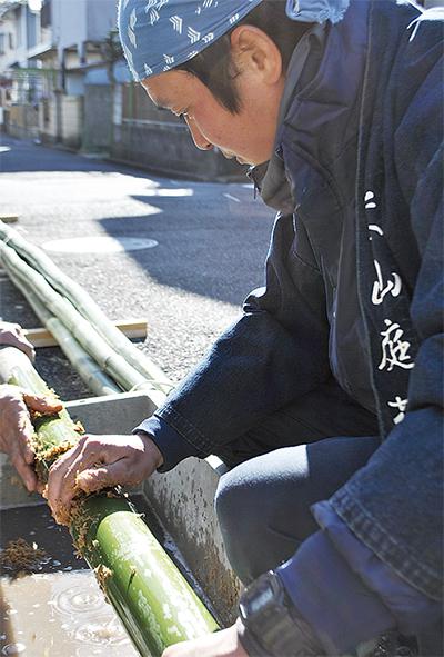 門松に新春の希望のせ