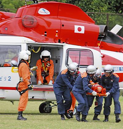 長浜公園で消防ヘリ訓練
