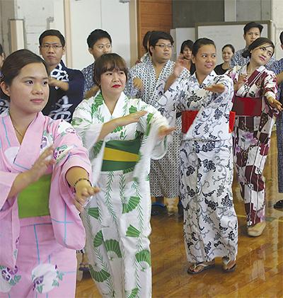 盆踊りで日本を身近に