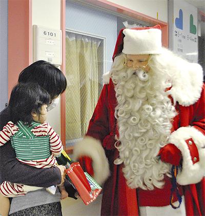 サンタが小児科病棟 訪問