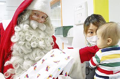 サンタが小児病棟に
