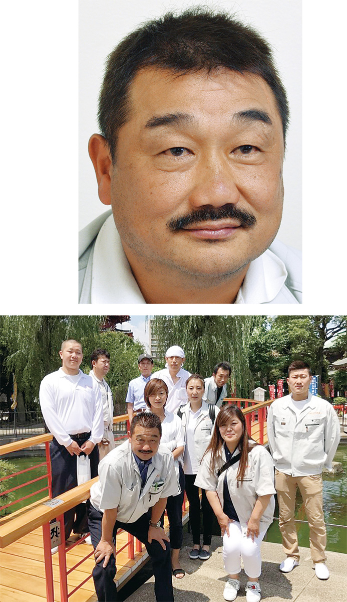 写真上は岩橋良人社長。施工した川崎大師やすらぎ橋と同社スタッフ