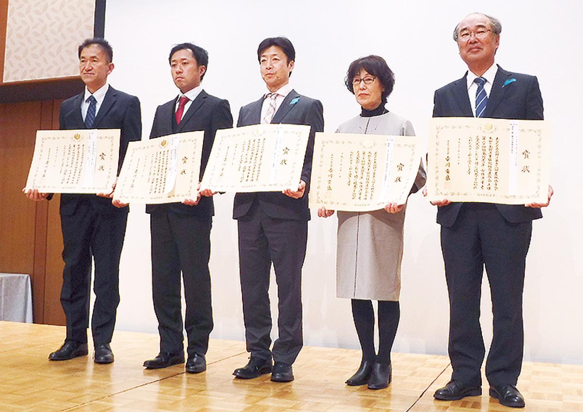 斉田さんに農林水産大臣賞