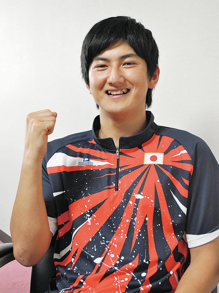 日本代表のユニフォームに身を包んだ菅野選手