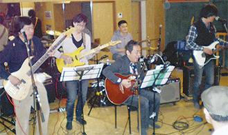 演奏するメンバーたち(提供写真)
