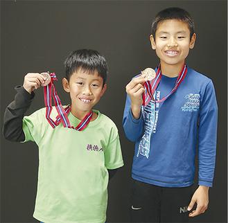 優勝に貢献した新井くん(右)と3位入賞の小菅くん