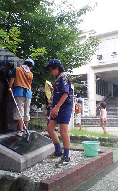 駅周辺で清掃活動