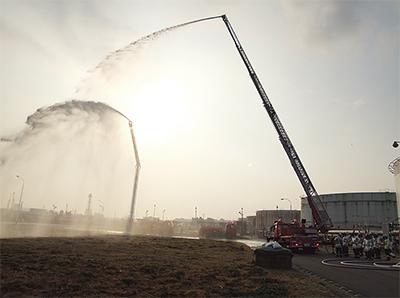 震災踏まえ、合同消火訓練