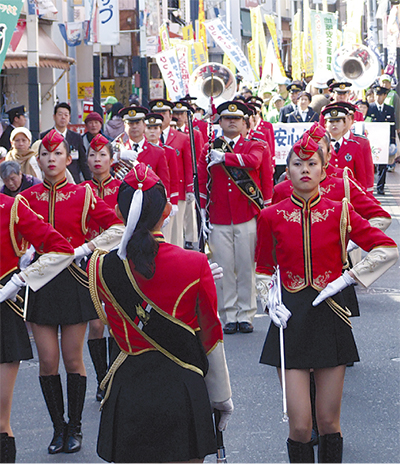 警察消防がパレード