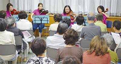 弦楽四重奏が館内に響く