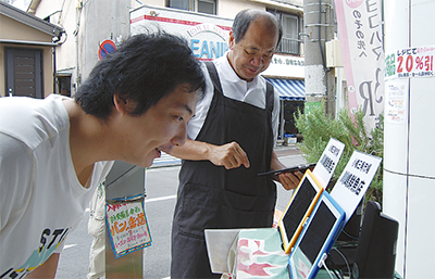 iPad魚屋で買い物