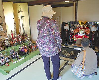 昭和の五月人形を展示