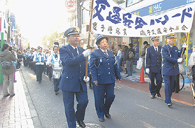 パレードで事故防止PR