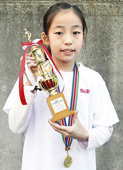 丸山さん(梅林小4年)が優勝
