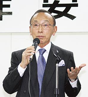 講演する石川さん