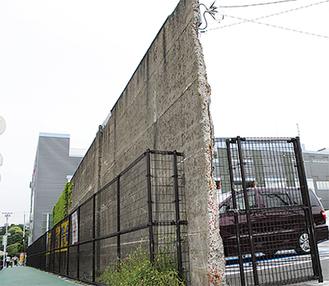 全体改築工事前の壁が残る