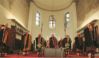 ロマネスク時代の教会を会場に行われたケルン公演