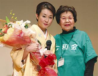 岡本理事長(右)と上杉さん