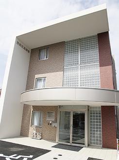 医師会館は鎌倉街道沿いで、港南スポーツセンターの向かい。駐車場あり