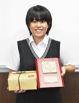 奨励賞を受賞した冨塚さん