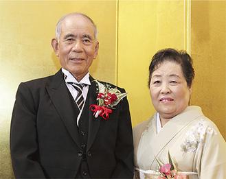 瑞寶雙光章を受章した荻久保源司氏と清江夫人