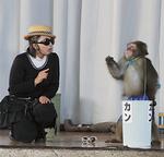 猿回しのショーに歓声