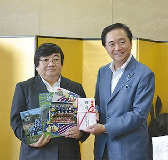 黒岩知事(右)と伊坂会長