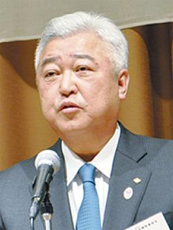 あいさつする土志田会長