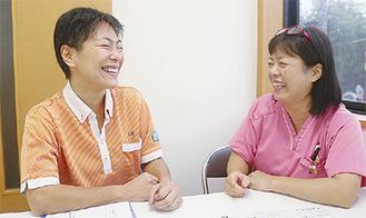 和気あいあいとした雰囲気で話す太田所長(左)と茂木ナース