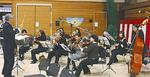 生演奏を会場に響かせていた港南区ひまわり管弦楽団