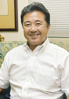 インタビューに答える飯島組合長