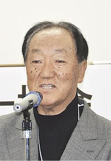 あいさつに立つ伊藤会長