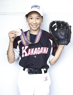 大会準優勝のメダルを手にする古沢さん