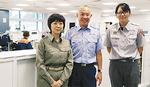 秋元署長(中央)と救急隊員の方と港南消防署で