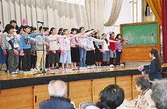 飯島小学校児童の合唱