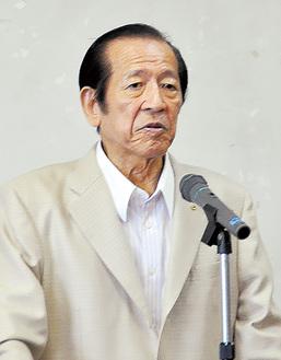 あいさつに立つ寺田会長