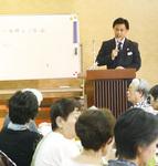 家族葬について説明した上永谷斎場の稲垣さん