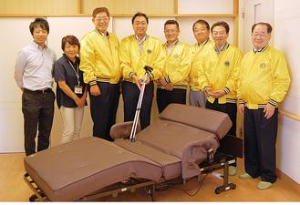 黄色のジャンバーを着た港南台LCのメンバーと社会福祉法人育生会の職員
